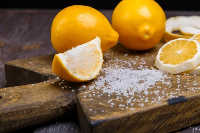 pulire forno con limone