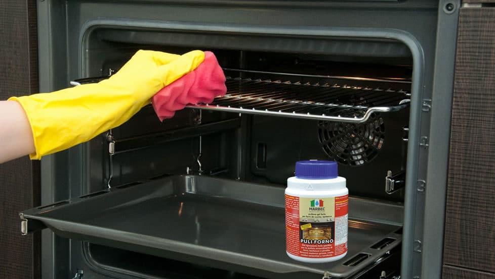 pulire forno incrostato con detergenti chimici